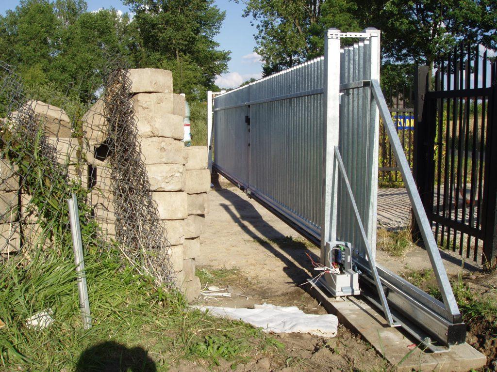 Dwie bramy ogrodzeniowe wukładzie przeciwsobnym - wzór AW.10.02 (OCYNK)